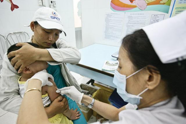 Chích ngừa vắc xin cho trẻ để phòng tránh bệnh