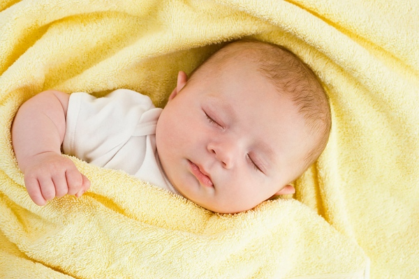 Giấc ngủ của trẻ sơ sinh - bé do mo hoi trom
