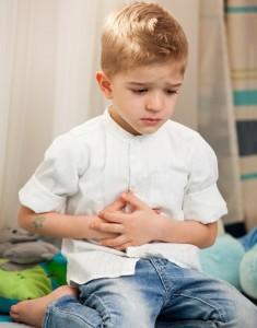 Trẻ bị đau bụng 4