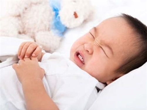 Trẻ bị sốt co giật 2