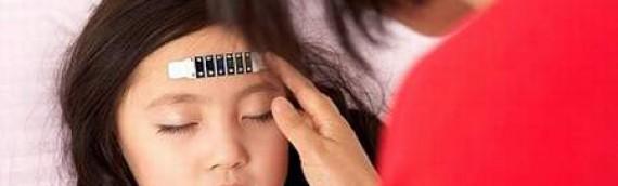 Trẻ bị sốt là dấu hiệu nguy hiểm cần phải theo dõi
