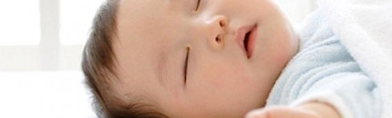 Trẻ hay khóc đêm, thức đêm – Làm sao tập cho bé sơ sinh ngủ đêm ngoan