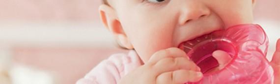 Phân biệt khi trẻ sốt mọc răng hay sốt do bệnh và chăm sóc trẻ đúng cách