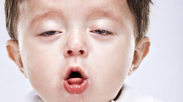 trẻ bị viêm phổi, ho
