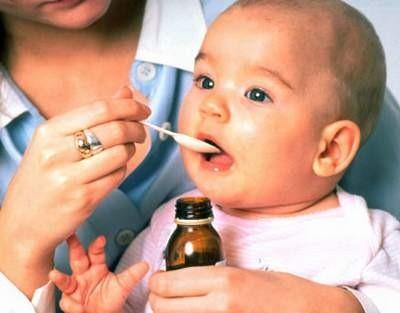 trẻ bị viêm phổi uống kháng sinh