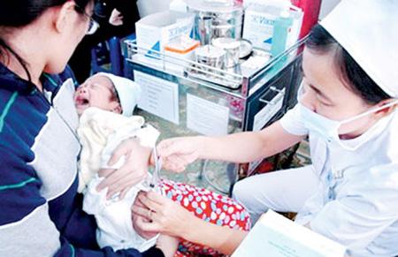 tiêm vacxin là biện pháp phòng bệnh viêm phổi do phế cầu khuẩn