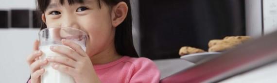 Trẻ trên 3 tuổi nên chọn sữa gì để tăng chiều cao và phát triển trí não?
